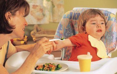 Ép trẻ ăn nhiều có tốt không