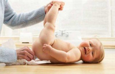 Dùng thuốc thụt hậu môn cho bé