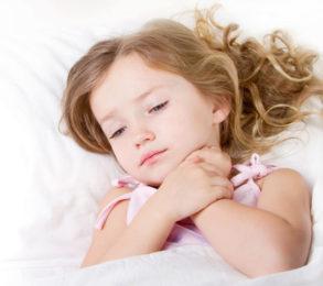 Khi bé bị bệnh, cơ thể mệt mỏi, bé chán ăn dẫn đến cơ thể thiếu chất